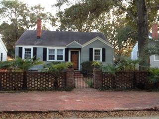 A Quiet Retreat in the middle of everything Charle - Charleston vacation rentals