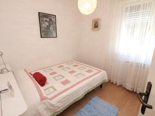 Cozy 2 bedroom Fazana Private room with Internet Access - Fazana vacation rentals