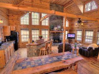 3 bedroom Cabin with Deck in Helen - Helen vacation rentals