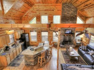 Gorgeous 4 bedroom Cabin in Helen with Deck - Helen vacation rentals