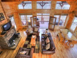 Perfect 3 bedroom Helen Cabin with Deck - Helen vacation rentals