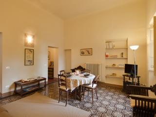"""Elisa Baciocchi"" in charming old palazzo - Lucca vacation rentals"