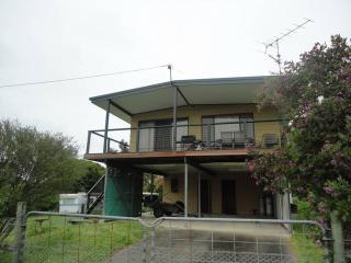 Bright 4 bedroom House in Venus Bay with A/C - Venus Bay vacation rentals