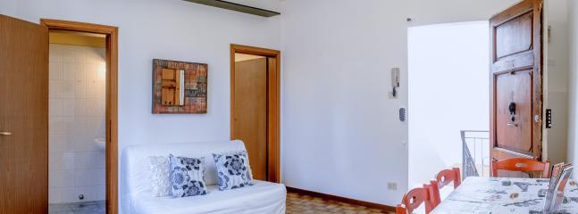 Nice quiet Apartment for 5 people in San Lorenzo!! - Image 1 - Florence - rentals