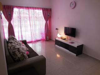 3 bedroom Apartment with Internet Access in Kampung Bukit Katil - Kampung Bukit Katil vacation rentals
