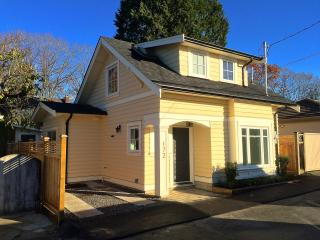 Bright Guest house with Internet Access and Washing Machine - Vancouver vacation rentals