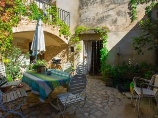 La Cave Appartements des Jardins - Saint-Maximin vacation rentals