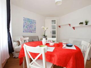 LOVELY FLAT JUST AT 2 MIN FROM THE UNDERGROUND - London vacation rentals