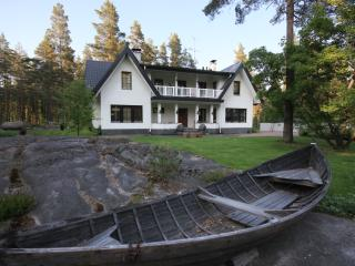 Beautiful villa close to nature, 35min to Helsinki - Kirkkonummi vacation rentals