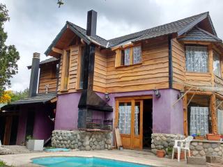 Alquiló casa con pileta climatizada y equipada - Villa La Angostura vacation rentals