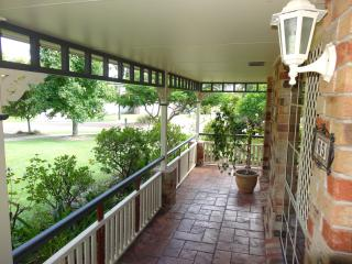 Convenient 1 bedroom House in Brisbane - Brisbane vacation rentals
