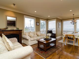 White Rock Beach Inn - Deluxe OceanView w/ Balcony - White Rock vacation rentals