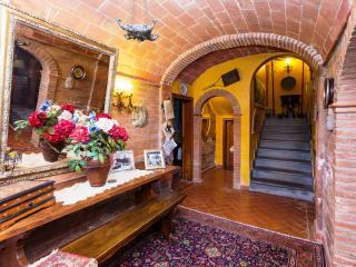 6 bedroom Independent house in Castiglione del Lago, Umbrian countryside, Umbria, Italy : ref 2307258 - Castiglione Del Lago vacation rentals