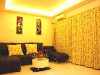 Cozy 3 bedroom Central Melaka House with A/C - Central Melaka vacation rentals