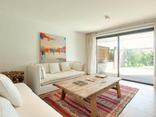 Beautiful 3 Bedroom Beachside Apartment in Manantiales - Punta del Este vacation rentals