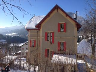 Charming 5 bedroom Saint-Pierre-de-Chartreuse Chalet with Internet Access - Saint-Pierre-de-Chartreuse vacation rentals