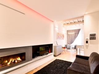 San Zanobi Apartment with Fireplace - Florence vacation rentals
