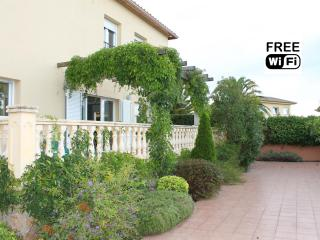 Villa  for holiday rent with private garden - L'Escala vacation rentals