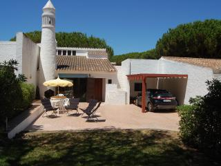 4 bedroom villa in a quiet and peaceful area. - Olhos de Agua vacation rentals