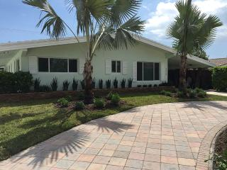 Charming Beach Cottage in Quaint Sea Side - Lauderdale by the Sea vacation rentals