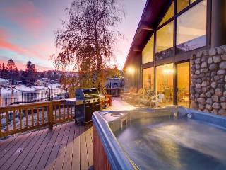 Lakefront retreat w/ a private hot tub, pool, & shared amenities - South Lake Tahoe vacation rentals