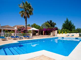 Quinta Joya - Wonderful large 6 bedroom property, sleeps 16 with golf nearby - Portimão vacation rentals