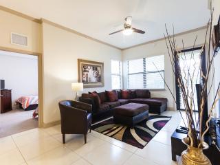 Miramar Apartment: Pool, Hot Tub, Gym - Sleeps 6 - Miramar vacation rentals