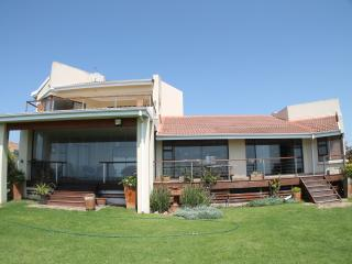 Beautiful House with Satellite Or Cable TV and Parking in Cape Saint Francis - Cape Saint Francis vacation rentals