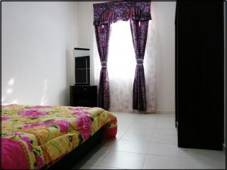 Comfortable 4 bedroom Ayer Keroh House with A/C - Ayer Keroh vacation rentals