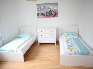 Bright 2 bedroom Bochum Apartment with Internet Access - Bochum vacation rentals