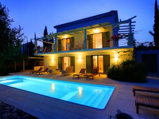 Bright 3 bedroom Trapezaki Villa with A/C - Trapezaki vacation rentals