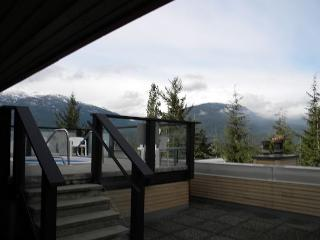 Luxury 4 bedroom Powderhorn condo great for a large family, roof top hot tub - Whistler vacation rentals