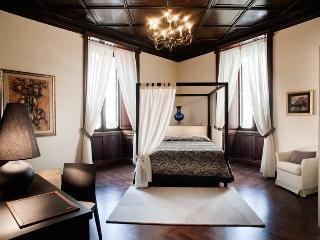 Nazionale Elegant - Giulia - Rome vacation rentals
