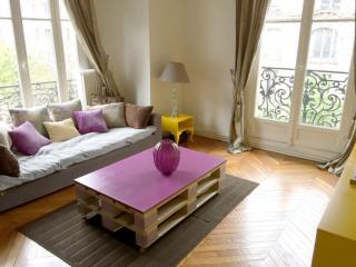 Perfect Montmartre-2BR-4 people-Custine - Paris vacation rentals
