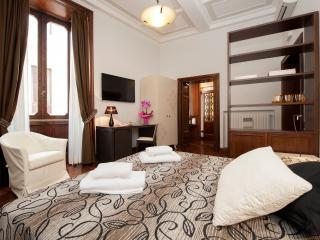 Nice Apartment with A/C and Elevator Access in Rome - Rome vacation rentals