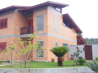 Casa dentro de condominio fechado - Caraguatatuba vacation rentals