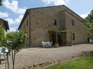 Poggio 4. Apartment with pool in the Chianti - Siena vacation rentals