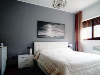 Nice flat a step away from Milan - Cesano Boscone vacation rentals