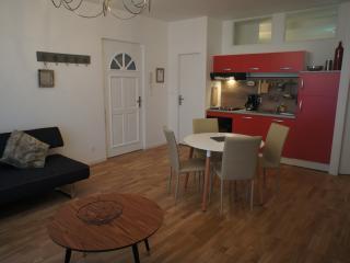 "L'appartement ""Pont Pèri"" T2 - Bourg-les-Valence vacation rentals"