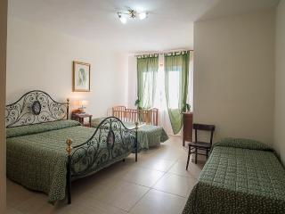 Cozy 3 bedroom Bed and Breakfast in San Giuliano Terme with Internet Access - San Giuliano Terme vacation rentals