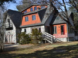 Bright 5 bedroom Saint Sauveur des Monts Chalet with Internet Access - Saint Sauveur des Monts vacation rentals