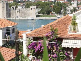 TH01834 Apartments Kudelik / Two bedrooms A1 LILA - Trogir vacation rentals