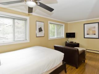1 bedroom Condo with Internet Access in Calgary - Calgary vacation rentals