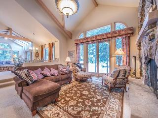 SPACIOUS and TRANQUIL 4 BEDROOM (sleeps up to 11) nestled in FOREST! - Winter Park vacation rentals