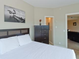 Romantic 1 bedroom Calgary Apartment with Television - Calgary vacation rentals