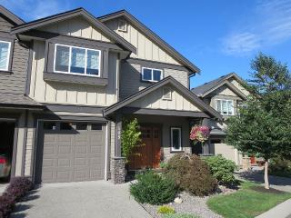 Townhouse Overlooking Beautiful Langford Lake - Langford vacation rentals