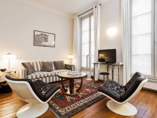 Cosy apartment for two near the Louvre - Chateauroux vacation rentals