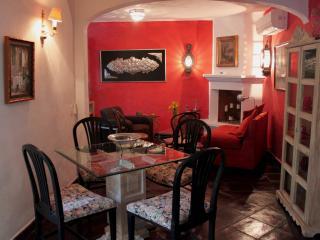 """La Casa de Laura Apts/Suites """"EL Ropero"""" - San Miguel de Allende vacation rentals"""