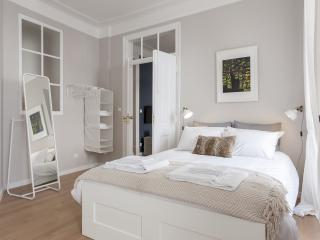 Cozzy & Classy Apartment at Lapa - Lisbon vacation rentals