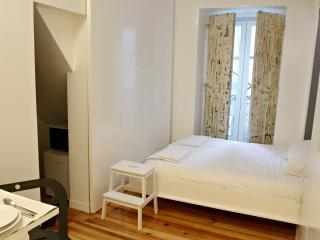 Nice Condo with Internet Access and A/C - Lisbon vacation rentals